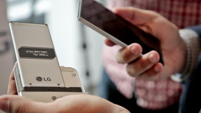 Companies are Experimenting With Design Your Own Smart Phones