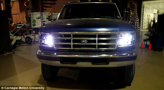 World S First Smart Car Headlights Tech Lasers