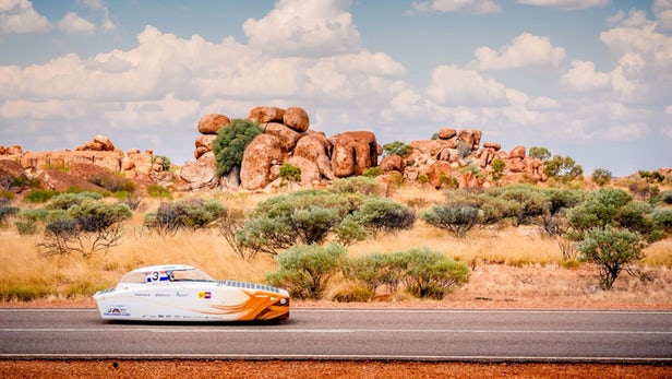 Storms gathering in World Solar Challenge